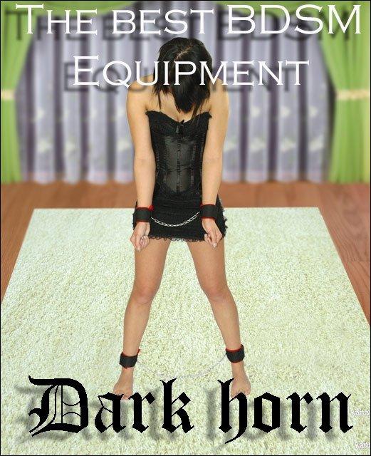 zestaw BDSM mankiety kajdanki na nogi i ręce na modelce