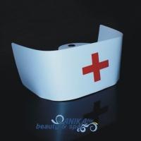 Czepek pielęgniarki z czerwonym krzyżem