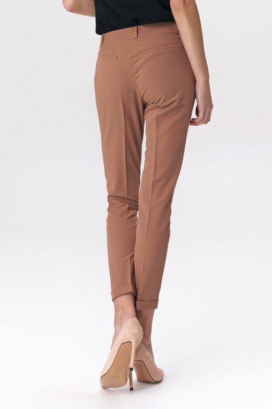 Spodnie Karmelowe spodnie zapinane na napy SD37 Carmel - Nife