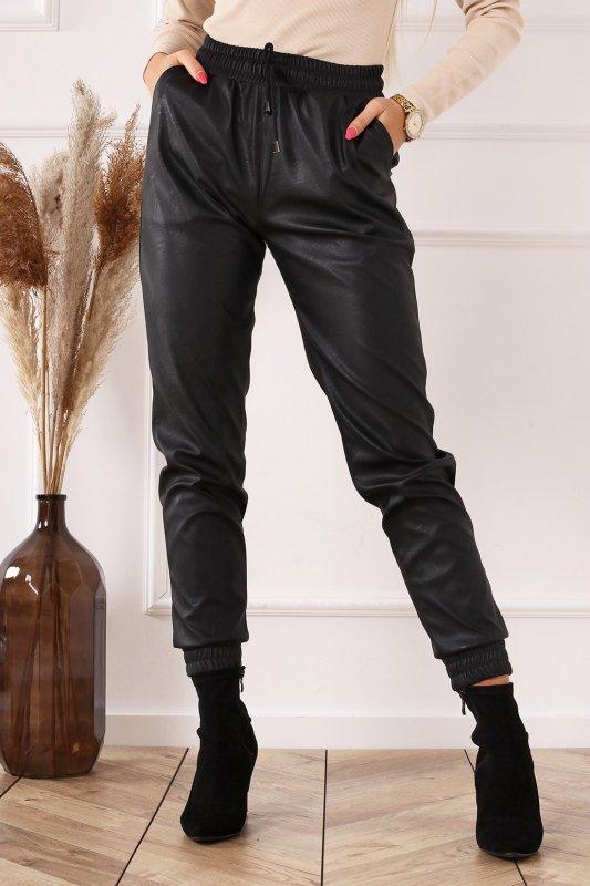 długie spodnie z ekoskóry