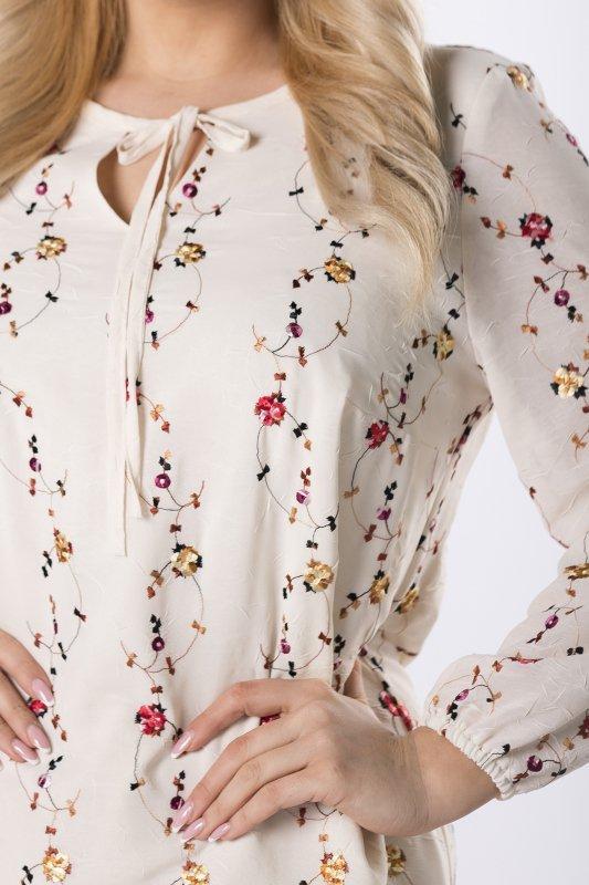 trapezowa sukienka z haftowanymi aplikacjami