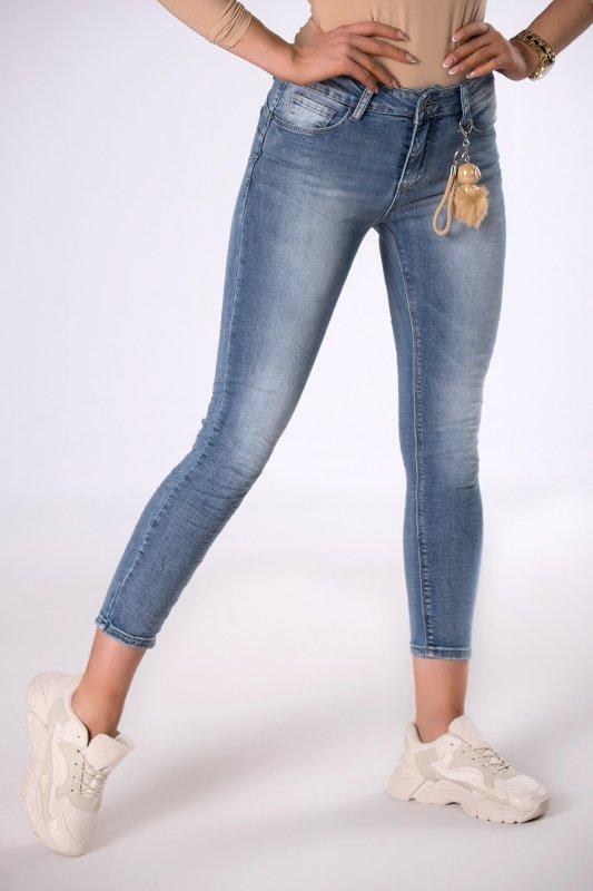 jeansy slim z brelokiem