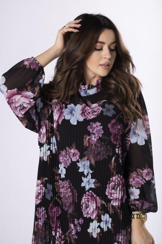 plisowana sukienka w kwiaty