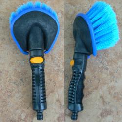 Autowaschbürste mit Schlauchanschluss