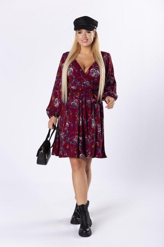 rozkloszowana sukienka z kopertowym dekoltem i wiązaniem w pasie