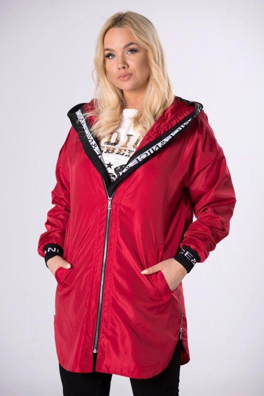 sportowy płaszcz z ozdobnymi ściągaczami
