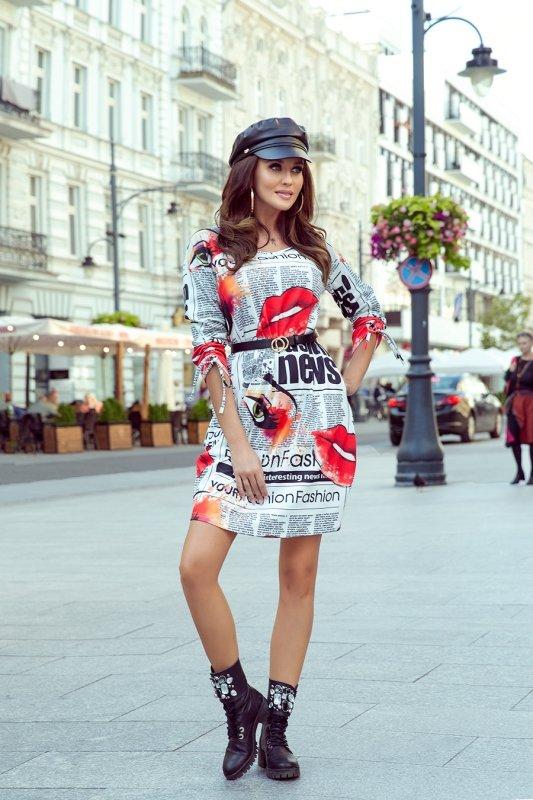 281-1 SOPHIE Wygodna sukienka Oversize - GAZETOWY WZÓR