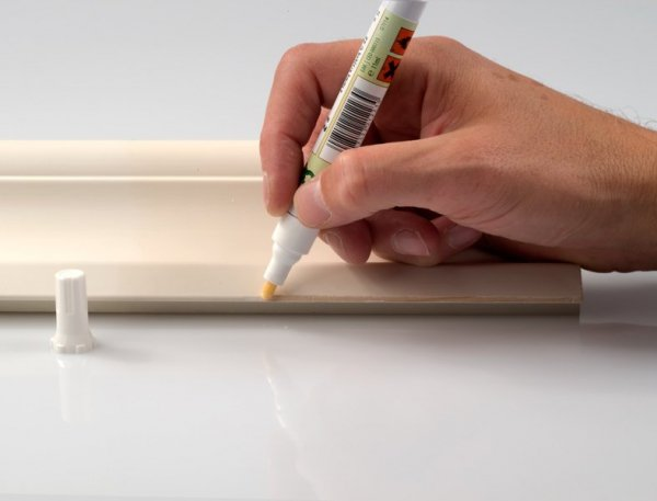 Pisak do retuszu uszkodzeń w listwach MDF, meblach itp. (kolor biały)