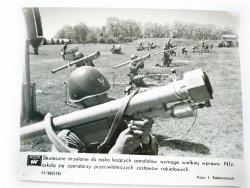 KRONIKA WAF 11/86 (518) N/Z SZKOLĄ SIĘ OPERATORZY PRZECIWLOTNICZYCH ZESTAWÓW RAKIETOWYCH FOT. SOBIESZCZUK