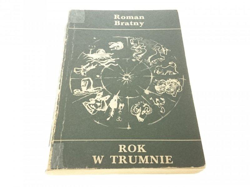 ROK W TRUMNIE - Roman Bratny