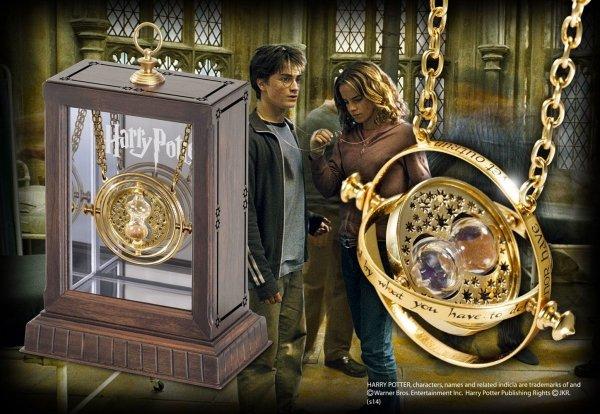 Harry Potter - Zmieniacz czasu w gablocie