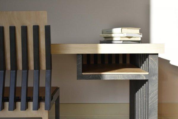 piękne drewniane krzesło Kyst i biurko Orka