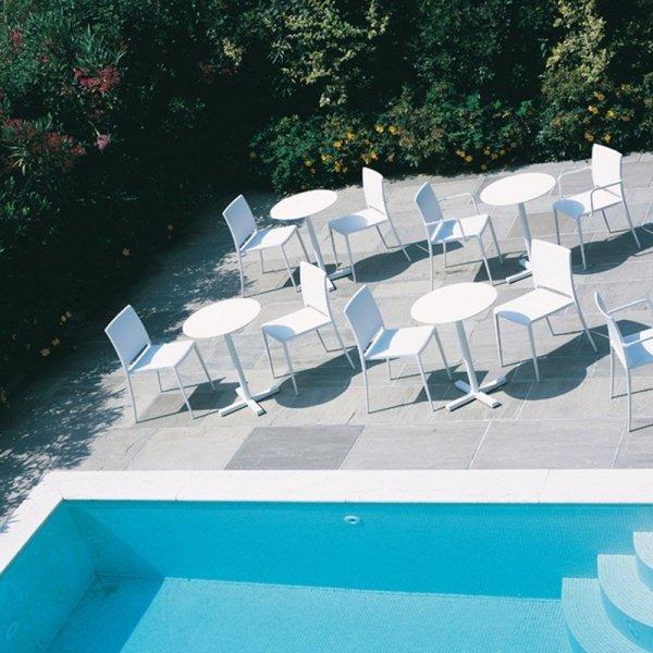 Krzesła Maya 700 idealnie sprawdzą się we wnętrzach oraz na zewnątrz