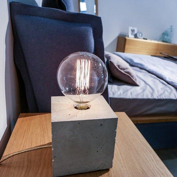 Stylowa lampka nocna do sypialni