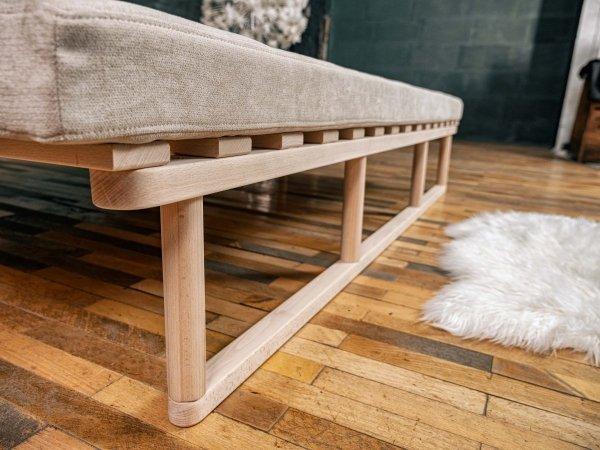 Le MAR Sofa rozkładana - lakierowane drewno Woodman