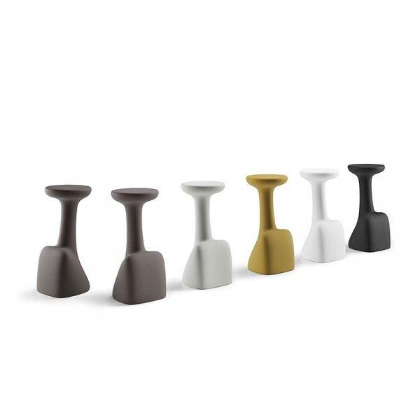 Designerskie stołki z polietylenu występują w 5 pięknych kolorach