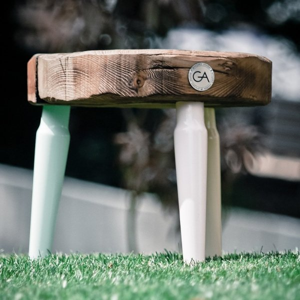 Stołek Dots Mini z kolorowymi nogami Projekt Stołek