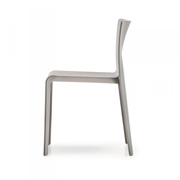 Stylowe krzesło do nowoczesnych wnetrz Pedrali Volt 670