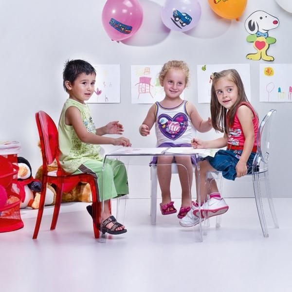 Krzesła Elizabeth Baby występują w wielu żywych kolorach, które spodobają się wszystkim dzieciom.
