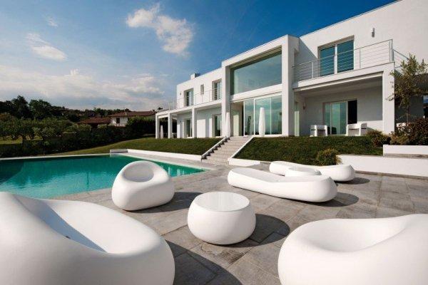 Sofa GUMBALL wspaniale uzupełni nowoczesny styl Twojego wnętrza lub ogrodu