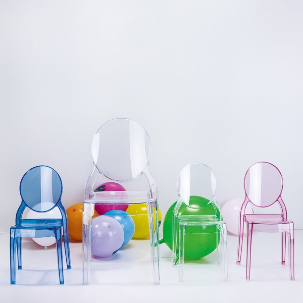 designerskie krzesło dziecięce stylizowane na krzesło z epoki Ludwika XVI.