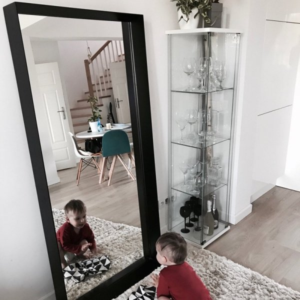 Lustro Woodie Minko będzie idealnym dodatkiem do przedpokoju, sypialni, salonu czy łazienki