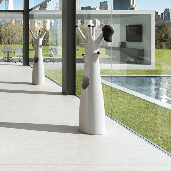 Wieszak Godot to idealne wyposażenie wnętrz prywatnych i komercyjnych