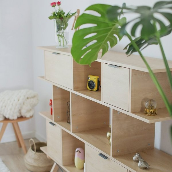 Regał Light Minko to idealny do wyeksponowania domowych skarbów