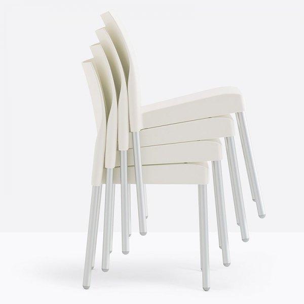 Krzesła Ice 800 można sztaplować