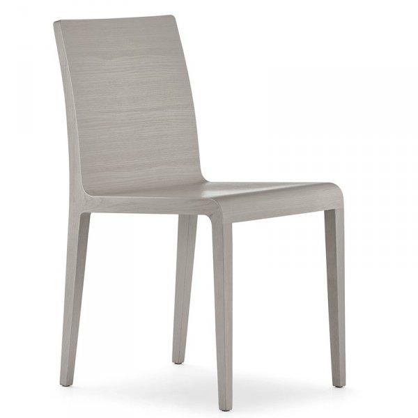 Piękne, lekkie, drewniane krzesła marki Pedrali
