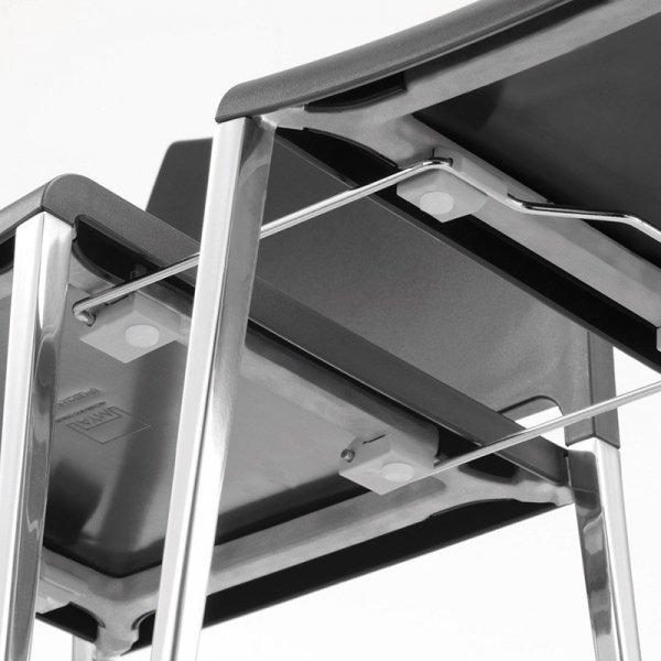 Można dokupić do krzeseł specjalne łączenie, dzięki czemu krzesło jest idealne na konferencje i do poczekalni