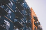 Jak osłonić balkon w bloku?