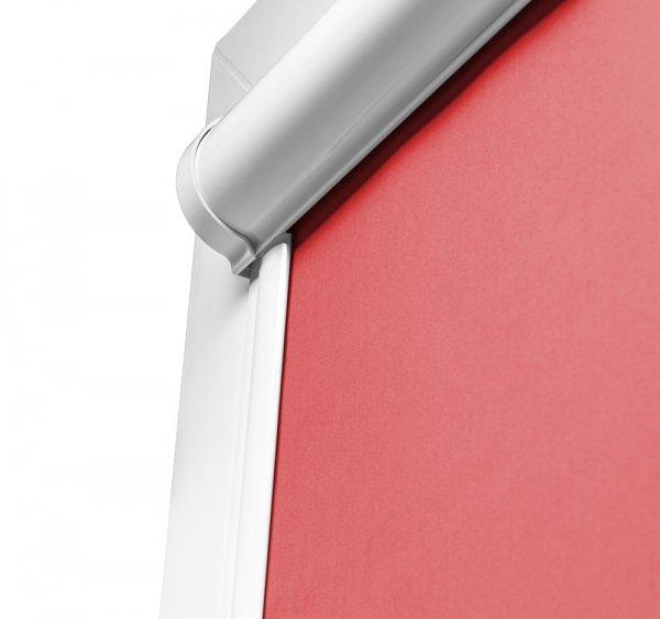 Kaseta rolet Thermo w kasecie Lux może być opcjonalnie przyklejana bezinwazyjnie na listwach przyszybowych