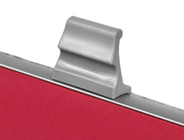 Wygodny uchwyt pozwala sterować roletą dachową