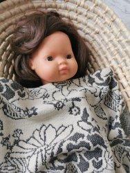Olimi, żakardowy pled dla lalki, beżowo czarny