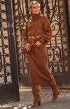 Dzianinowa długa sukienka z golfem brązowa S105