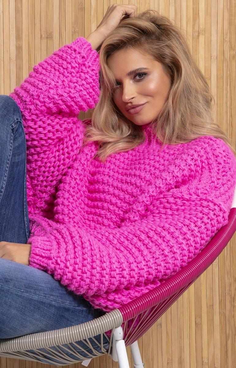 Ciepły sweter damski z domieszką wełny i aplaki