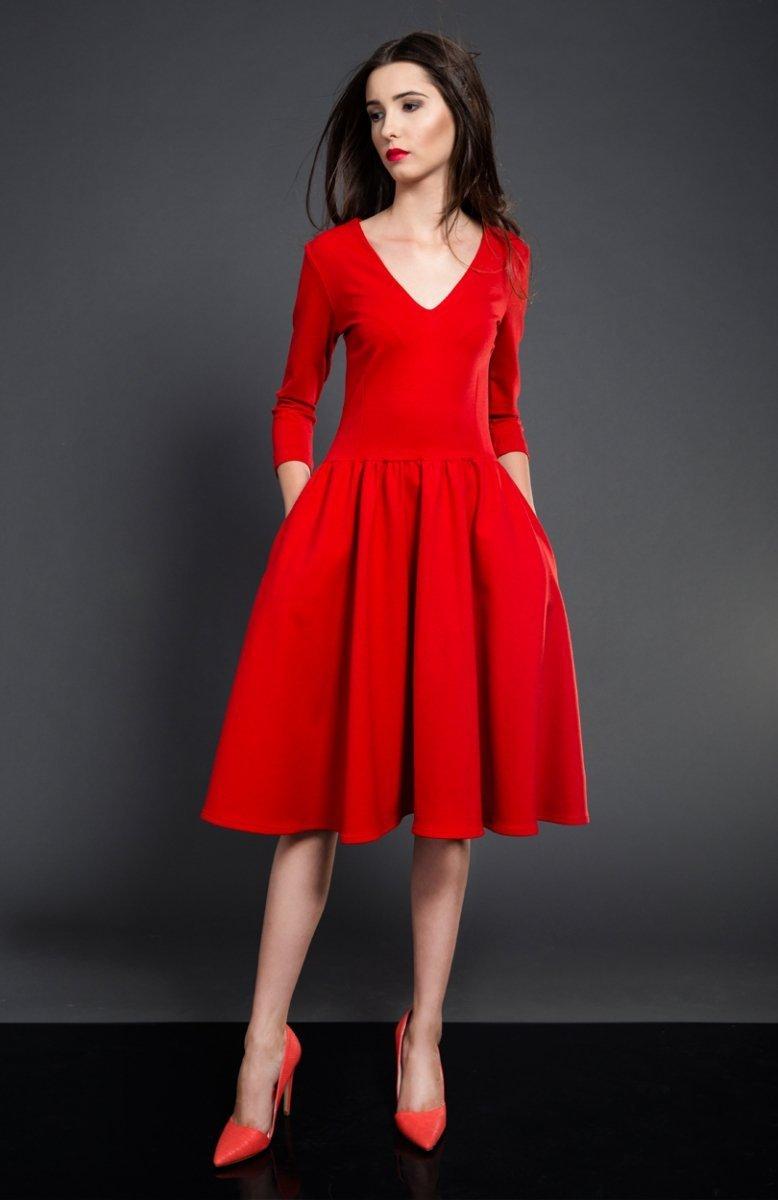 f894c53953 Kasia Miciak rozkloszowana midi sukienka czerwona - Sukienki dzienne ...