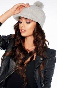 *Wełniana czapka z daszkiem i pomponem szara LGK100