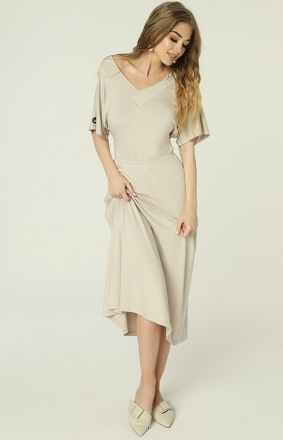 Beżowa sukienka z dekoltem Evie MAD488