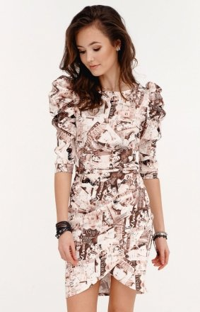 Ołówkowa sukienka z bufkami gazetowy wzór beżowy 0279