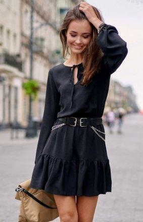 Modna czarna sukienka z falbaną 0305