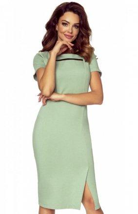Koktajlowa sukienka o dopasowanym fasonie