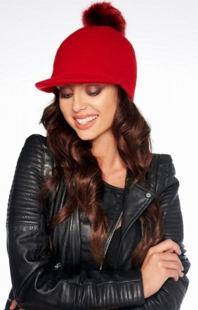 Wełniana czapka z daszkiem i pomponem czerwona LGK100