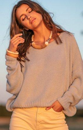 Luźny oversizowy sweter beżowy F1066