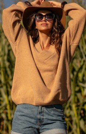 Fobya wełniany sweter w serek karmel F1058