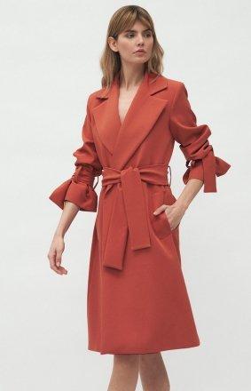 Elegancki mahoniowy płaszcz damski PL13MA