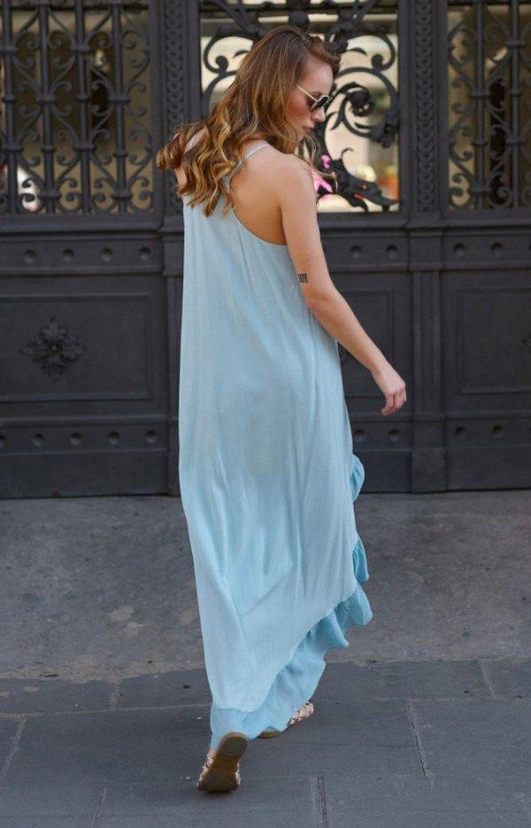 Asymetryczna długa sukienka letnia błękitna L8 tył