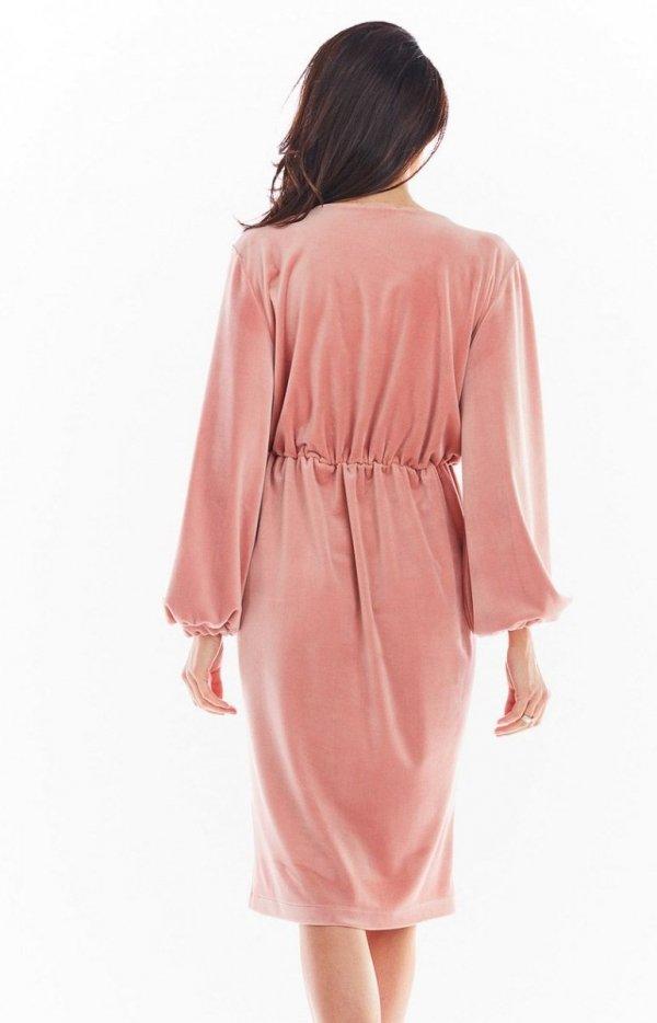 Welurowa sukienka kopertowa midi różowa A406 tył