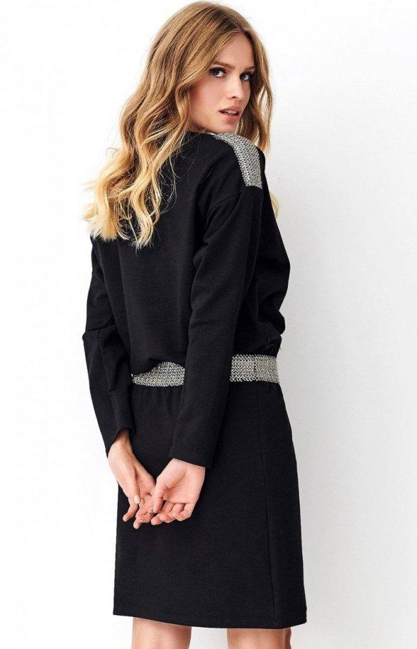 Dzienna sukienka z ozdobną taśmą czarna NU267 tył